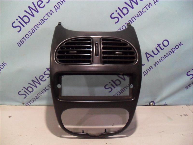 Консоль магнитофона Peugeot 206 2AC TU3JP 1999