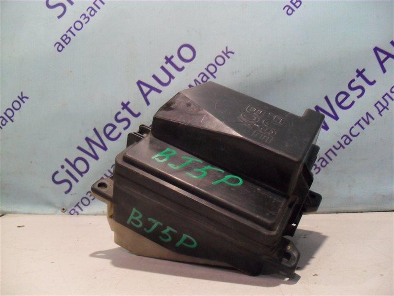 Блок предохранителей Mazda Familia BJ5P ZL 2001