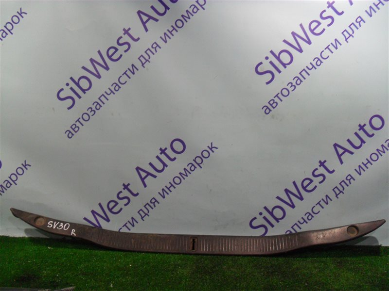 Накладка замка багажника Toyota Vista SV30 4S-FE 1992
