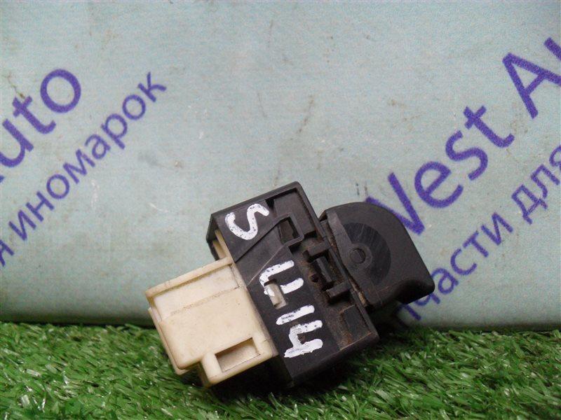 Кнопка стеклоподъемника Nissan Bluebird SU14 CD20 1999 задняя правая