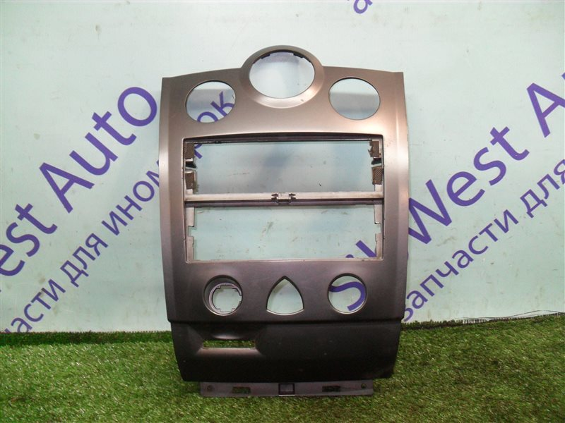 Консоль магнитофона Renault Megane 2 LM2Y K4M 2008