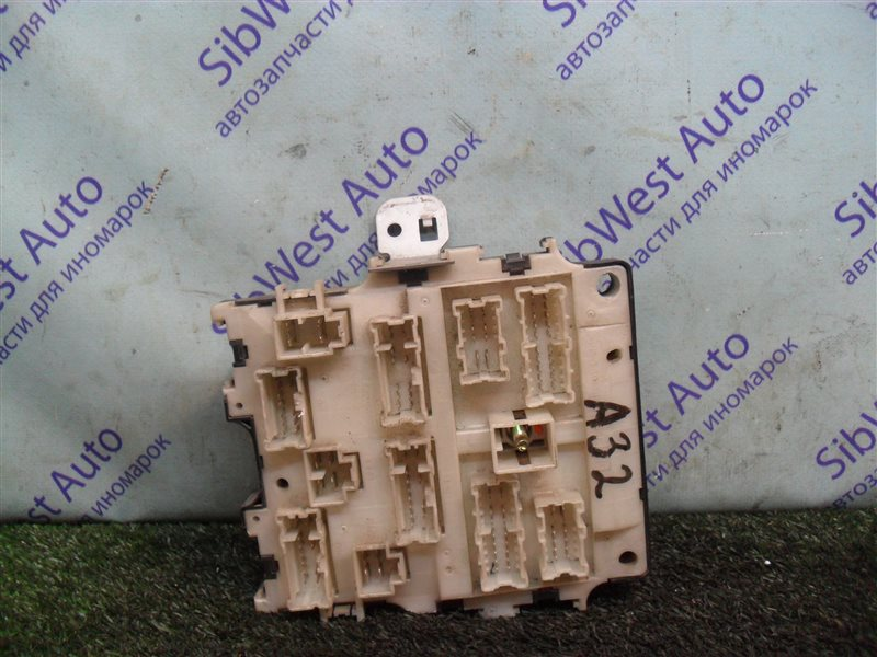 Блок предохранителей Nissan Cefiro A32 VQ20DE 1997