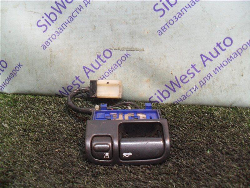Кнопка открывания багажника Nissan Cefiro A32 VQ20DE 1997