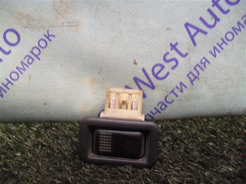 Кнопка стеклоподъемника Mitsubishi Eterna E35A 4G67 1990 задняя правая