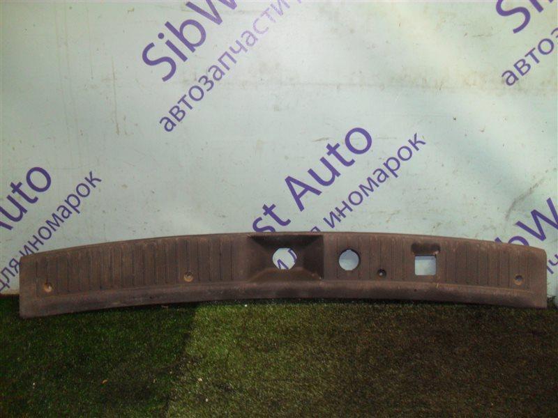 Накладка замка багажника Nissan Ad VY11 QG13DE 2000
