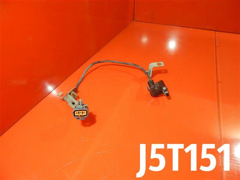 Датчик положения коленвала Mazda 323 BJ FS-DE