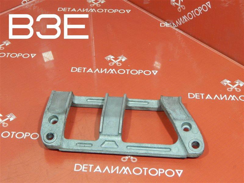 Крепление впускного коллектора Mazda Demio LA-DW3W B3E