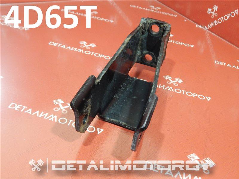 Кронштейн опоры двигателя Mitsubishi Chariot Q-D09W 4D65T