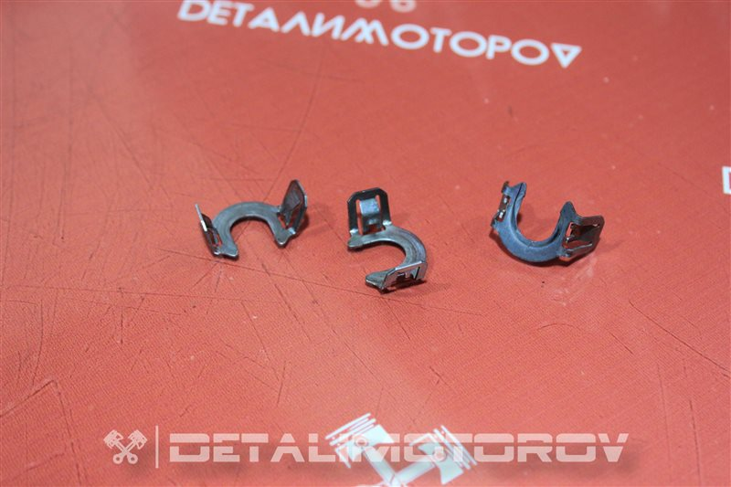 Крепление форсунки Mazda Atenza L3C1