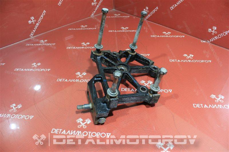 Крепление компрессора кондиционера Nissan Bassara KA24DE