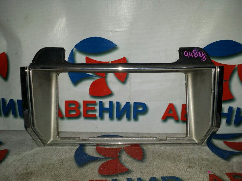 Вставка между стопов Toyota Crown MS110 задняя