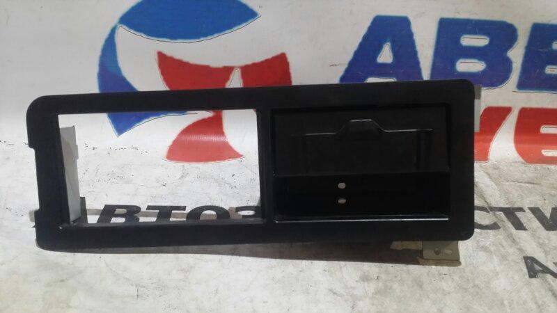 Консоль магнитофона Honda Stepwgn RF3