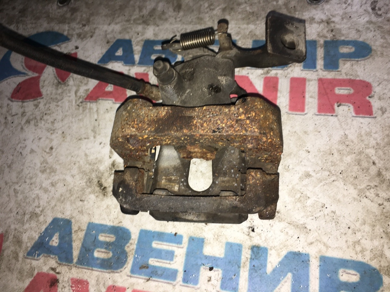 Суппорт Toyota Vitz NCP131 задний правый