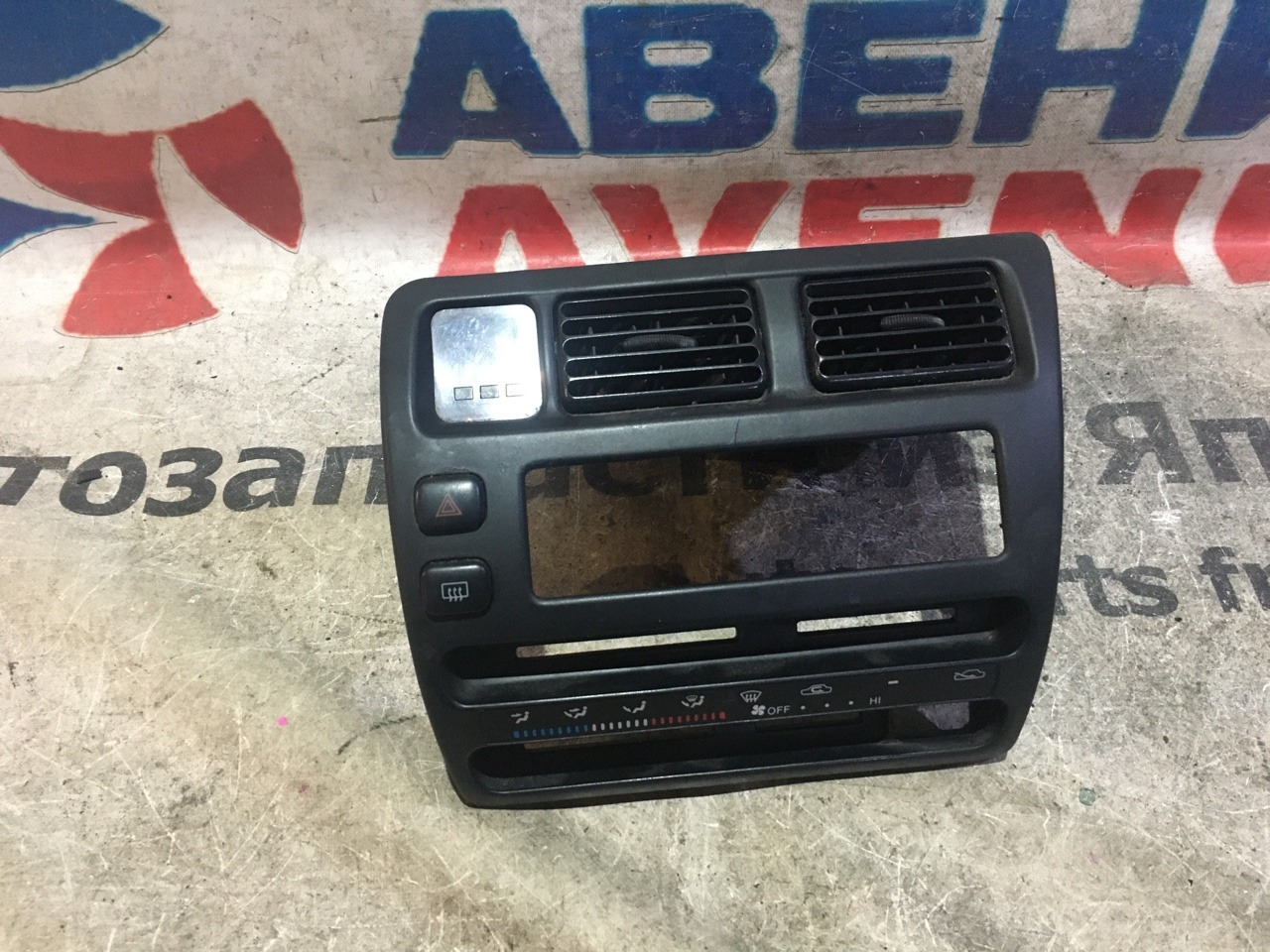 Консоль магнитофона Toyota Corolla AE100