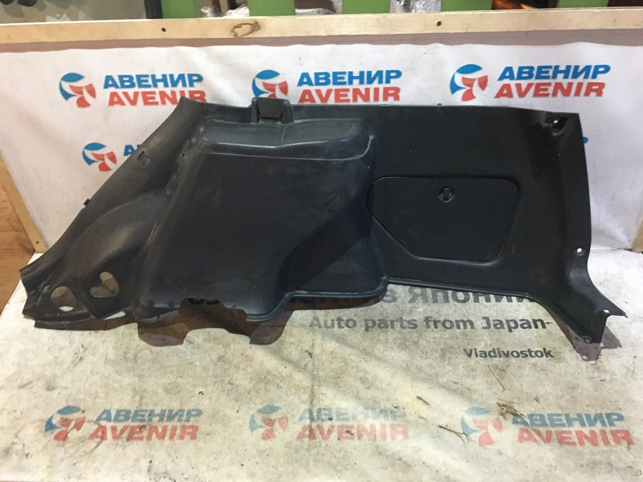 Обшивка багажника Toyota Carib AE114 задняя правая