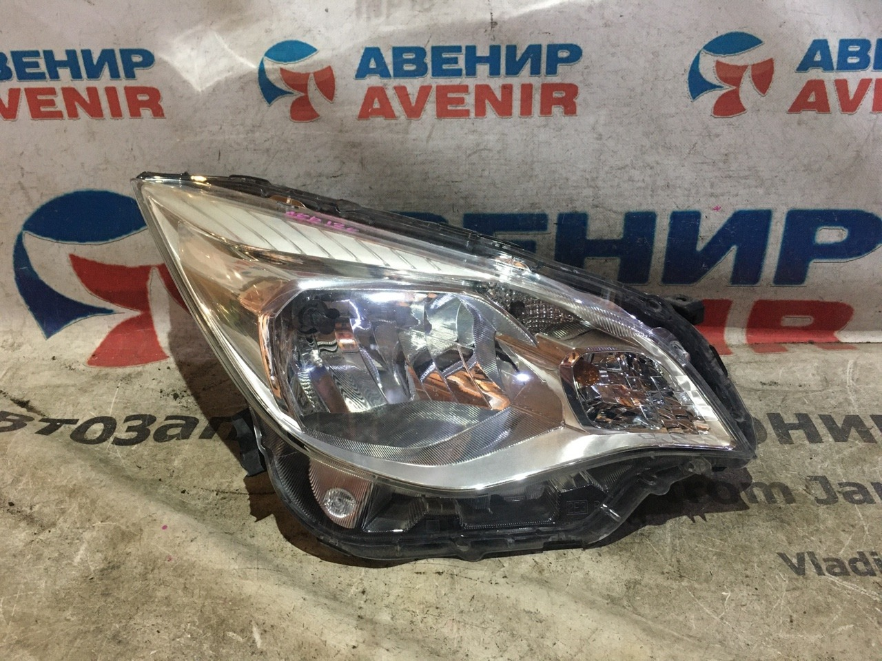 Фара Subaru Trezia NCP120X 1NZ-FE передняя правая