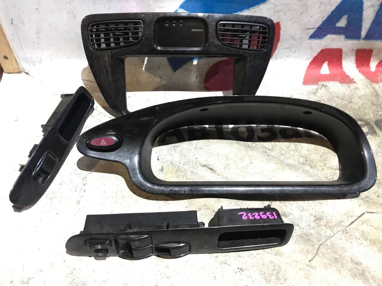 Консоль магнитофона Toyota Noah SR50