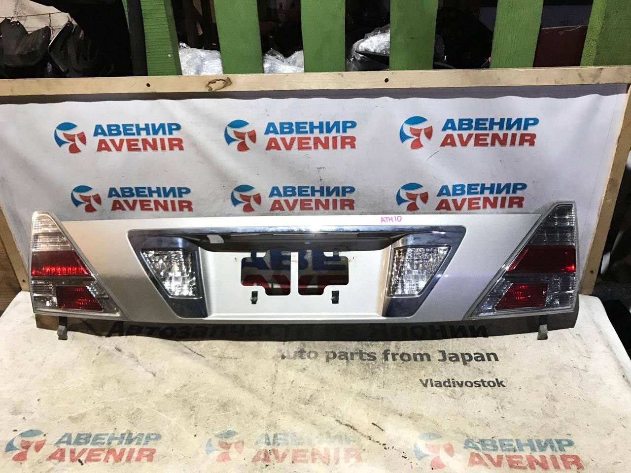 Вставка между стопов Toyota Alphard ATH10