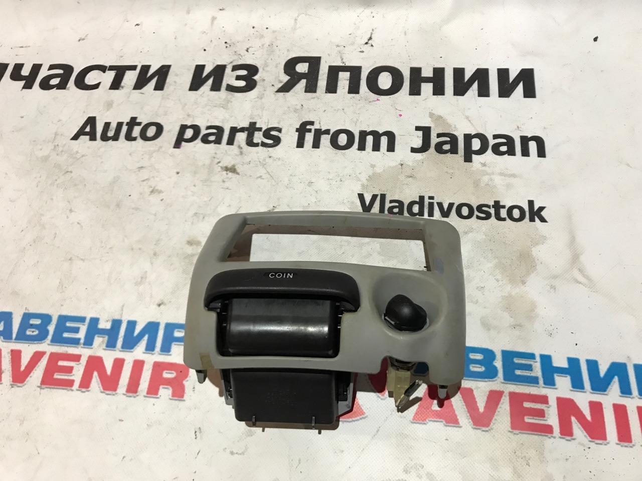 Консоль магнитофона Toyota Vitz SCP10