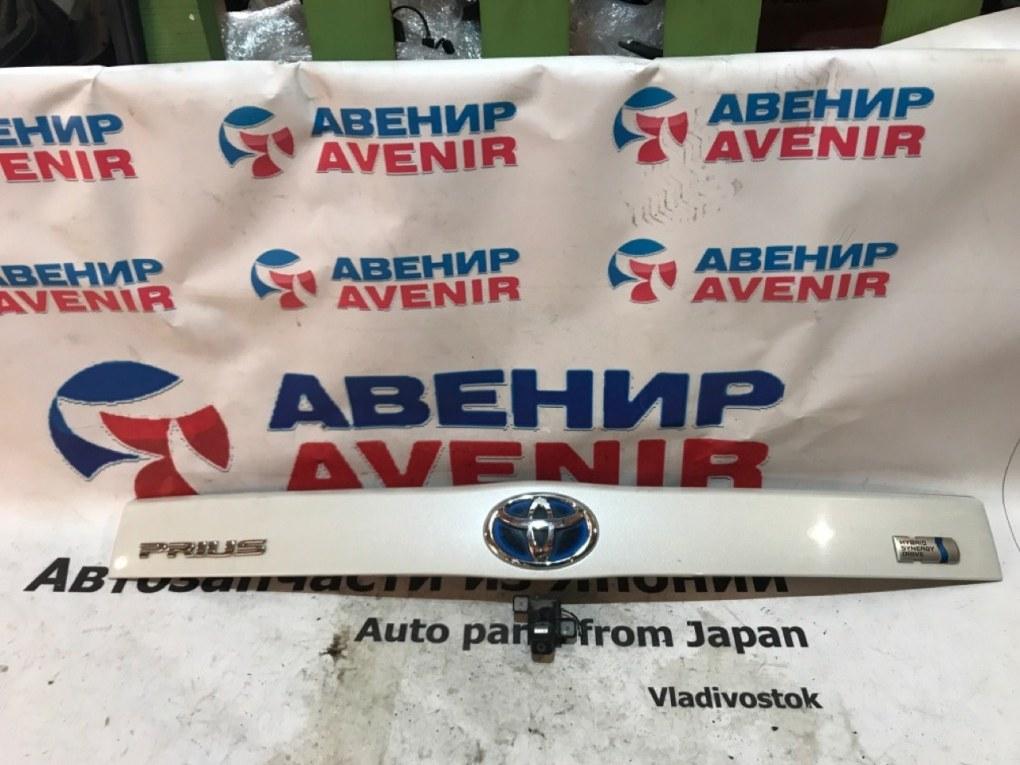 Накладка 5-й двери Toyota Prius ZVW30