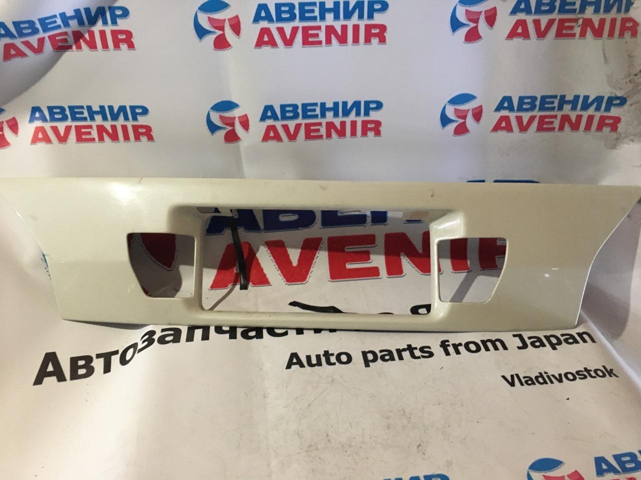 Накладка 5-й двери Toyota Alphard MNH15