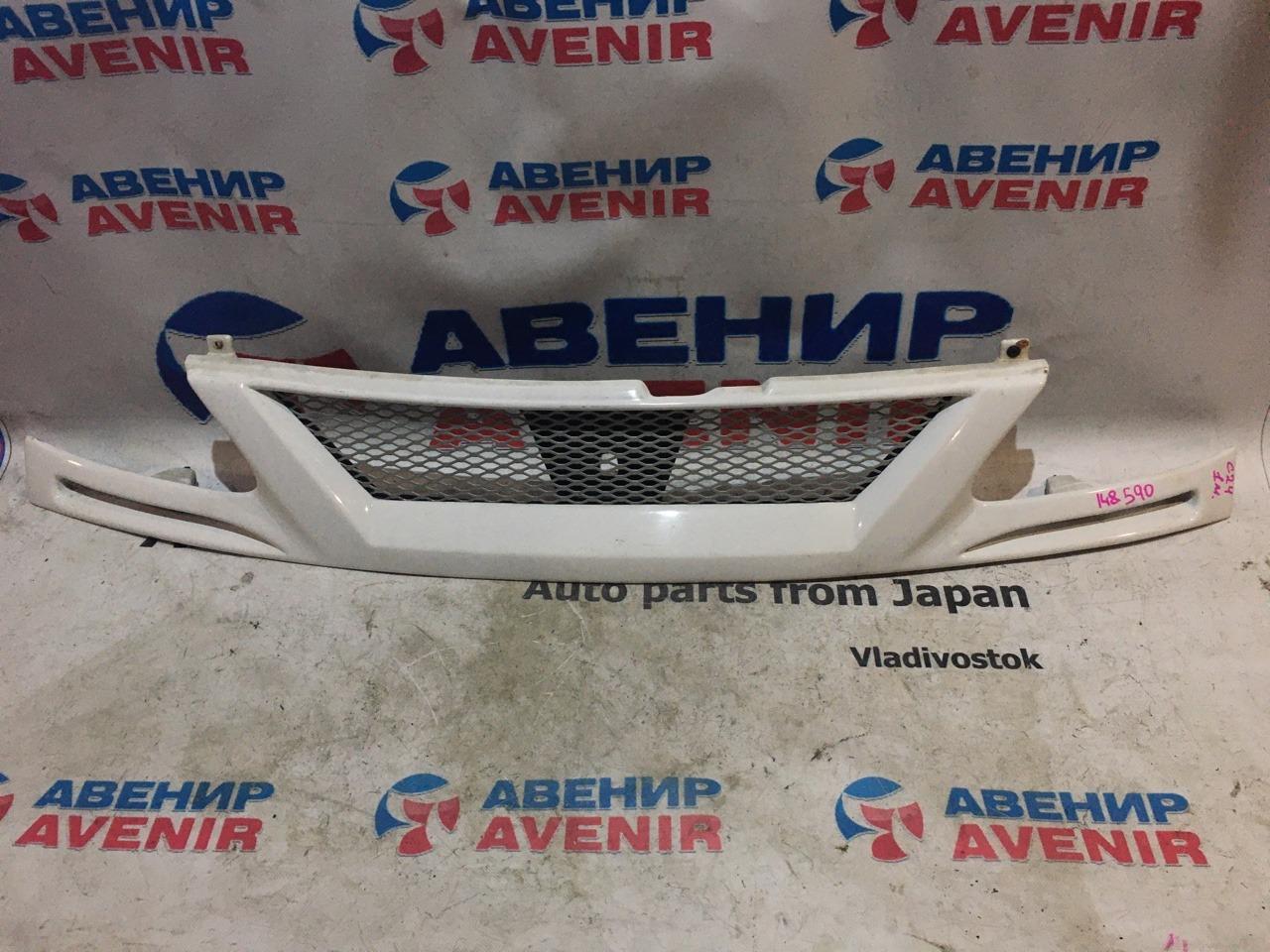 Решетка Nissan Serena C24