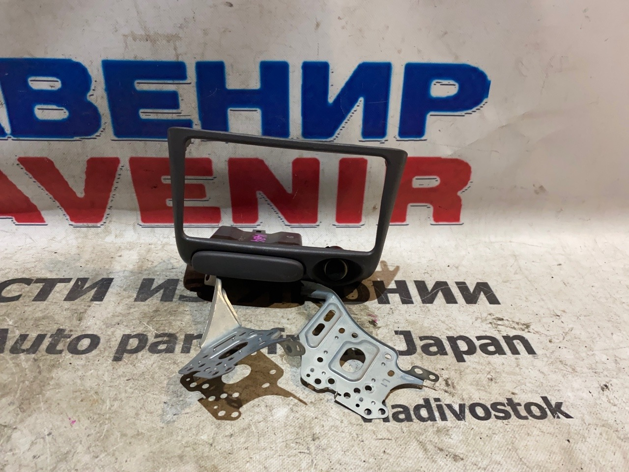 Консоль магнитофона Toyota Platz SCP11