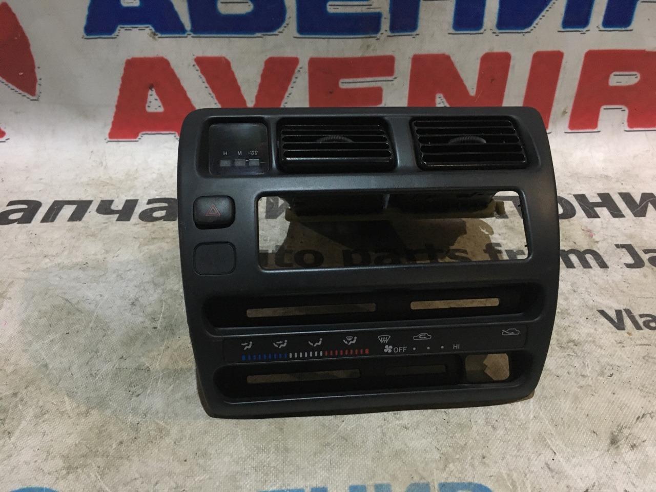 Консоль магнитофона Toyota Corolla AE100 верхний