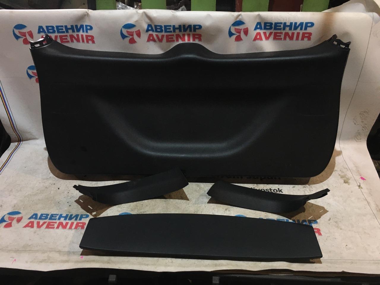 Обшивка двери багажника Honda Vezel RU4 задняя