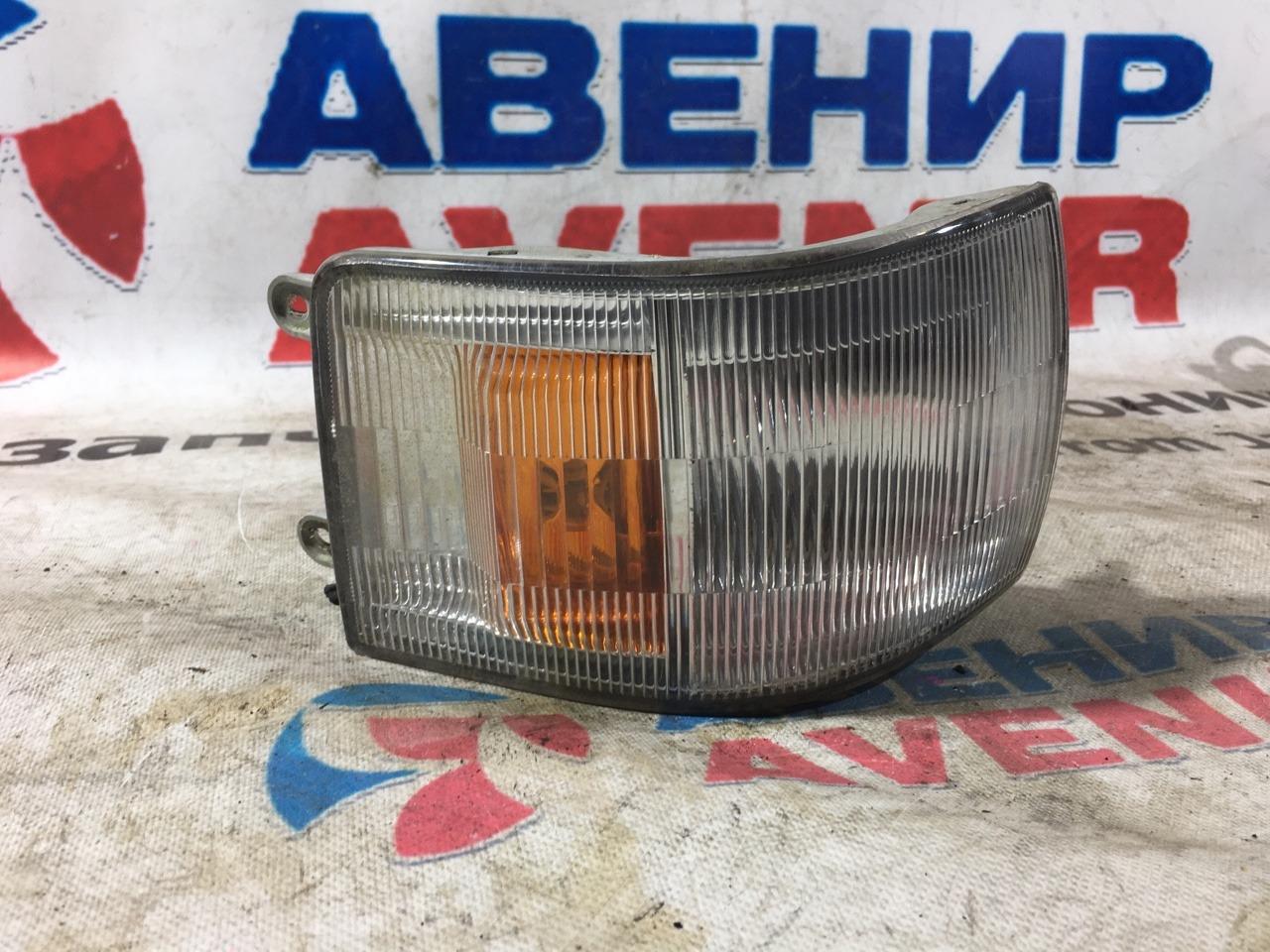 Габарит Nissan Caravan ARME24 правый
