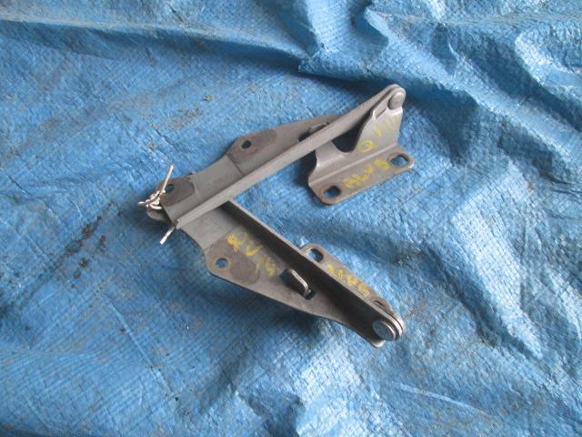 Петля капота Nissan Bluebird HU14 QG18DE 1996