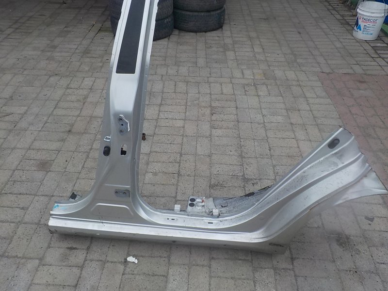 Стойка кузова средняя Toyota Blade AZE154H левая