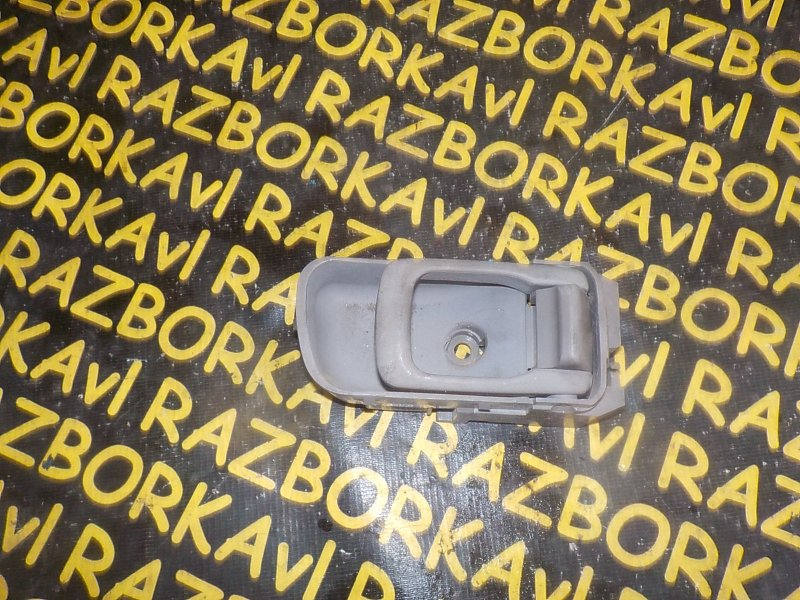 Ручка двери внутренняя Nissan Liberty PM12 передняя правая