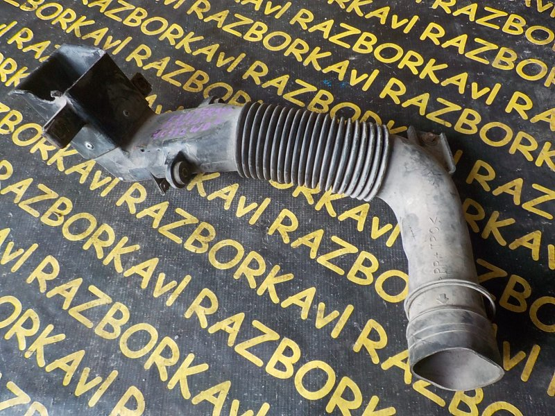 Патрубок воздушн.фильтра Mitsubishi Canter FE507B 4D32