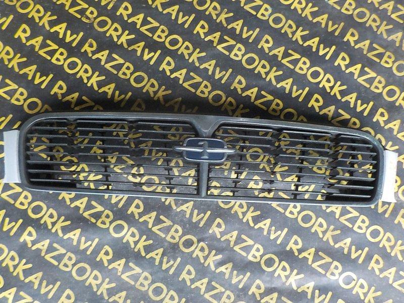 Решетка радиатора Nissan Cedric PY33 передняя