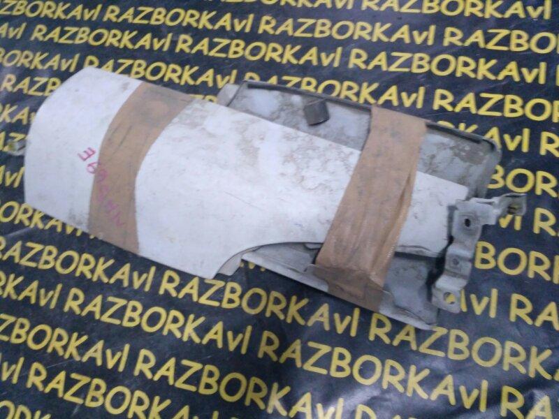 Щечка Isuzu Elf NKR71 4JG2 передняя