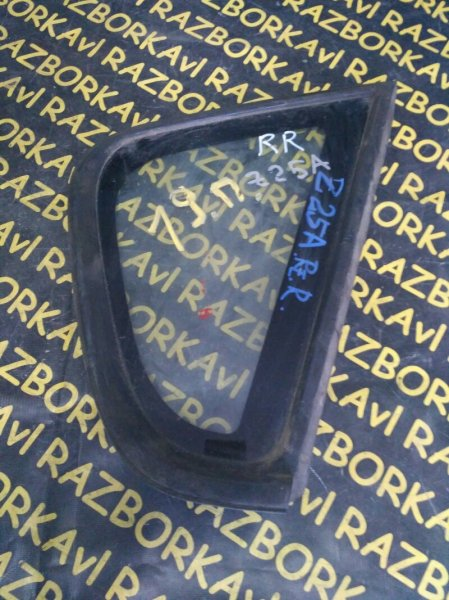 Стекло собачника Mitsubishi Colt Z25A заднее правое
