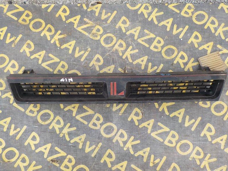 Решетка радиатора Nissan Langley BHN13 передняя