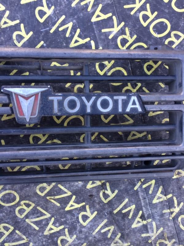 Решетка радиатора Toyota Hilux RN45 12RJ передняя