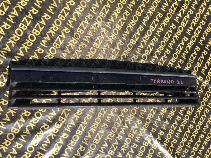 Решетка радиатора Nissan Terrano WD21 передняя
