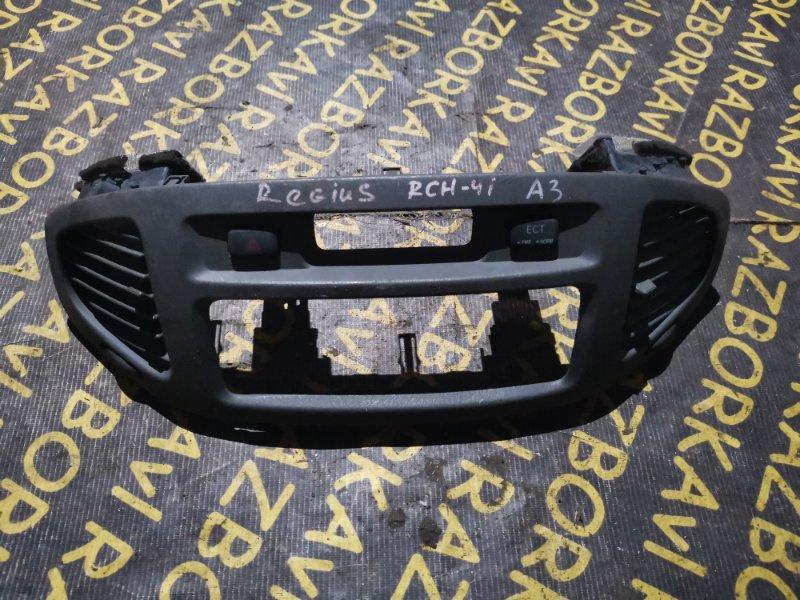 Консоль магнитофона Toyota Regius RCH47W 3RZFE