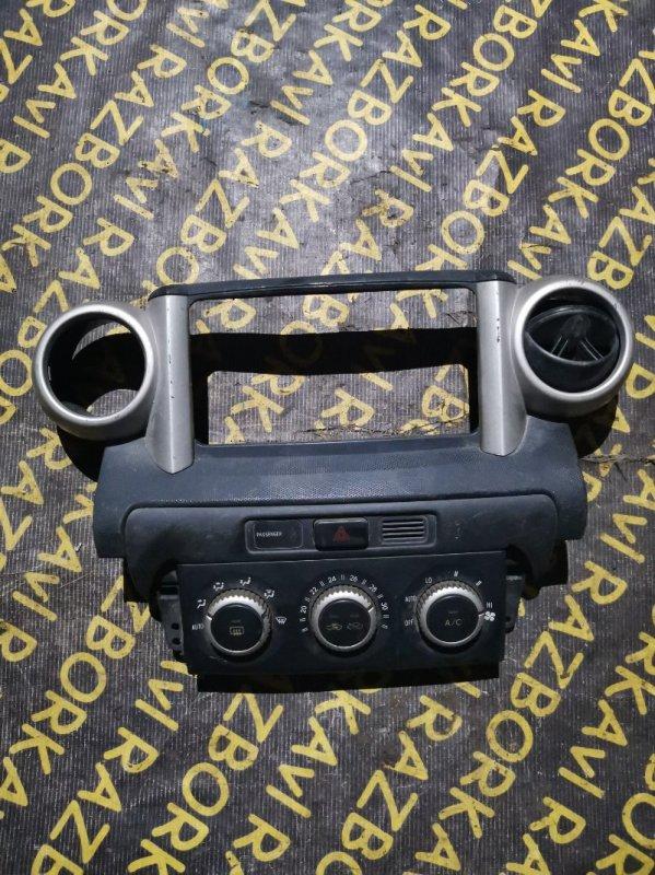 Консоль магнитофона Toyota Ist NCP60