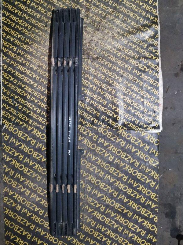 Решетка радиатора Mazda Titan WGLAT XA передняя