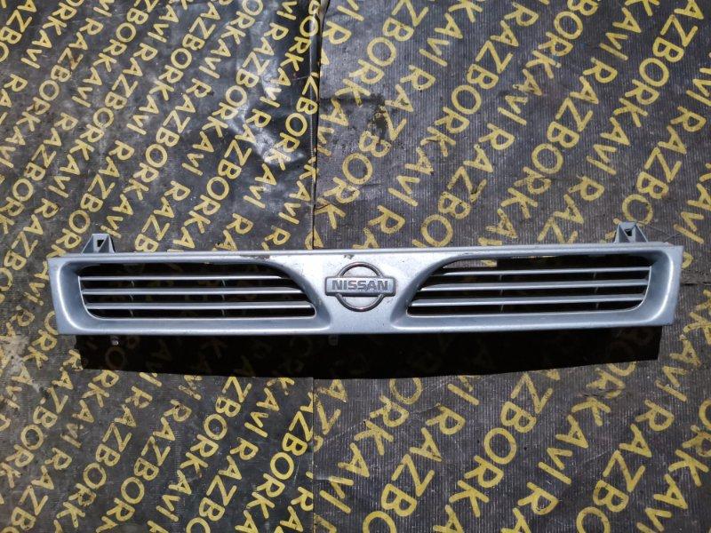 Решетка радиатора Nissan Pulsar FN14 передняя