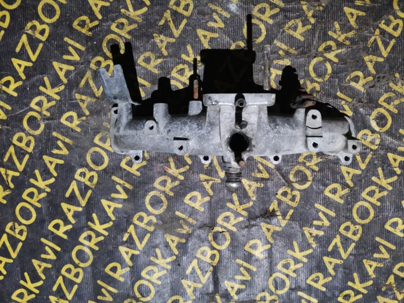 Коллектор впускной Toyota Hiace LH80 2L