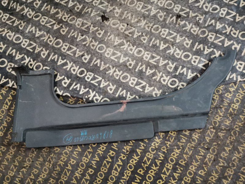 Обшивка багажника Isuzu Bighorn USB69GW правая