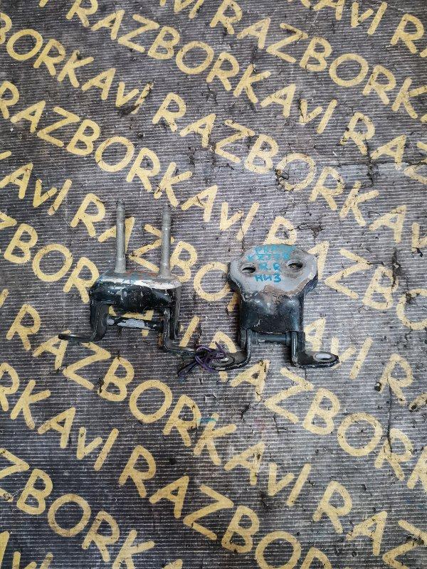 Петля дверная Toyota Land Cruiser Prado KZJ78 задняя правая