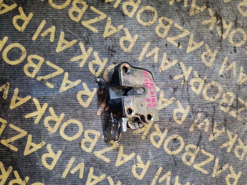 Замок двери Toyota Caldina ET196 задний правый