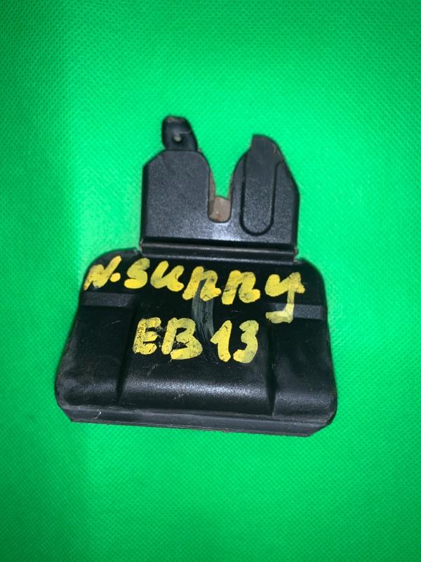 Замок багажника Nissan Sunny EB13