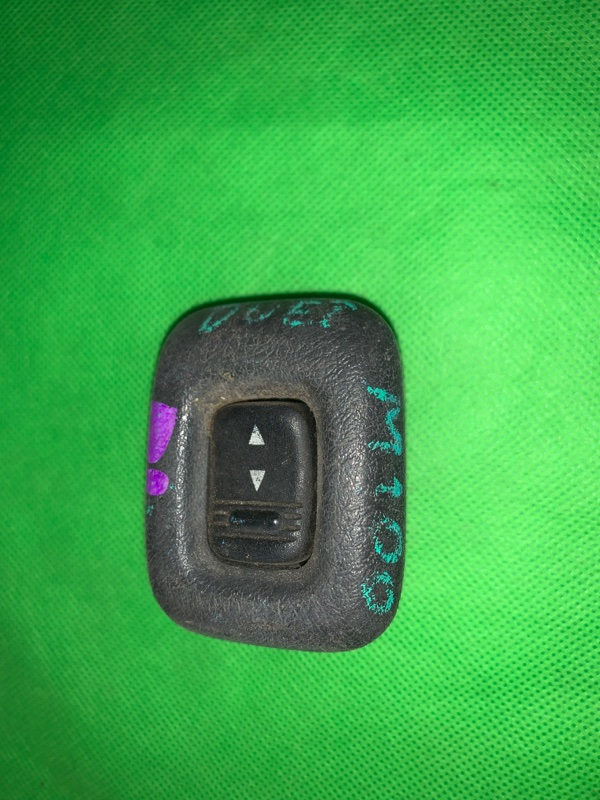 Пульт стеклоподъемника Toyota Duet M100A задний левый